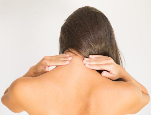 Korrekte Dehnung der Halswirbelsäule